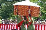 葵祭 路頭の儀 : 山城使列の「取物舎人(とりものとねり)」と風流傘