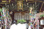 七夕 : 三光門を入り御手洗祭神事に向かう神職