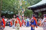 七夕 : 大笹竹に円陣を練り歩く七夕小町踊り