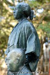 近江屋事件 墓碑 : 墓碑に隣接して建てられた供養像