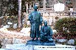 明治維新 薩長同盟 : 円山公園の銅像の原型とおなじものが墓石横に