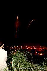 花背松上げ  松上げ 火祭り : 火の玉は円弧から飛び出すようにダッシュし、直線を描いた