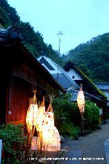愛宕古道街道灯し : 茅葺屋根の家屋が保存されているエリア