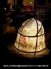 愛宕古道街道灯し : お地蔵さんが描かれた鳥かごのような置き行灯