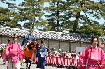 葵祭 路頭の儀 : 「素襖(すほう)」が続き、第一列の検非違使(けびいし)