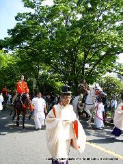 葵祭 路頭の儀 : 下鴨神社をあとに上賀茂神社へ先導する乗尻