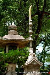 祇園祭 くじ取り式 : 奉納されている石造りの長刀鉾