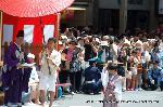 祇園祭 くじ取り式 : くじが改められると、扇があがり、山鉾は巡行する。
