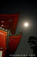 観月茶会 中秋の名月 : 朱の三門に満月