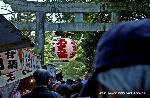 終い天神 : 12月25日は、 終い天神と呼ばれ 京都の一年の行事を締めくくる師走の恒例神事として 京阪神はもとより全国からの多数の参拝者で賑わいます。  正月の祝箸やお屠蘇等が授与され、 参道には露店も例月以上に多く、 植木・骨董・古着・衣料品などの店に加えて、 この日は「葉ボタン」・「〆飾り」・「荒巻き鮭」などの正月用品を商う店が目立ち、 境内は迎春準備の慌しさでいっぱいです。  大学・高校・中学校等の入学試験を直前に控え、 真剣な受験生、父母等の参拝も多く、 合格祈祷を受けたり、絵馬に願い事を託す真摯な姿が多く見られます。  ■開催会場:北野天満宮 (京都市上京区馬喰町) ■開催日時:2014/12/25 ■料   金:境内無料 ■お問合せ:北野天満宮 TEL.075-461-0005