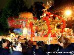 御香宮祭 : 市内各地で秋祭が酣。10月は北野神社ずいき祭のはじまり、見逃せないのが洛南最大の祭礼といわれる「御香宮祭10/3-10/11日」。古来『伏見祭』とも称せられ、各町内より『花傘』が神社に多く参拝するのが有名で、別名『花傘まつり』とも称せられ、六百年にわたる伝統の上に花傘が年々町内の人々の趣向を凝らした姿で祭礼に参加するのである。 神幸祭の中心は神輿渡御で、旧神輿は、徳川家康の孫娘、千姫の初誕祝いに奉納された。通称『千姫神輿』は、日本一重い神輿として氏子の自慢の一つであったが余りにも重く、今はかけない。 現在は、境内見所に保管されており、祭礼期間中のみ、見学ができる。