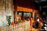 千本釈迦念仏 : 本堂内には僧侶が歌唱する声明が流れ、その中で本尊釈迦如来像が特別に公開される。