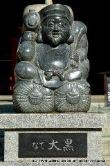甲子大祭 : 都七福神に挙げられている大黒さんの縁日である。 本尊の大黒天像は伝教大師の作で開運招福の福神として広く信仰を集めている。縁日は年六回の甲子祭(六十日に一回)と正月初子の日などに行われ、ご祈祷、ご幣が授けられる。