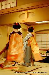 : 京料理花郷での今年最後の新年会の席で・・・舞妓さんの舞が 日本人だね、京都だね。京都の夜にありがとう!