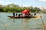 松尾祭 : 山吹まつりで黄色に染まる境内から、神輿が発御し、桂川を船渡御。 お旅所へと練り、5/11の還幸祭までおいでになり、おかえりとなる。 還幸祭では葵楓を挿すことから、松尾の葵祭とも呼ばれる。