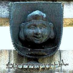 七福神めぐり 七福神まいり : 鳥居に架かる恵美須像
