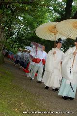 お田植祭  : 早乙女を先導する神官