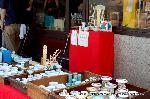 六道まいり 赤子塚伝説 迎え鐘 : 仏具を売る店もある