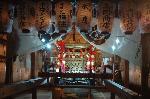 粟田神社大祭 粟田大燈呂 夜渡り神事 : 拝殿の粟田神輿