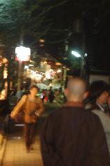 粟田神社大祭 粟田大燈呂 夜渡り神事 : 僧侶が夜渡り神事の巡行を待つ