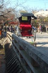 おことうさん 師走風景 : 新橋にゑびす屋の人力車
