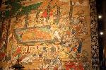 大涅槃図 : 涅槃図とは、釈迦の入滅の場面を絵解きしたもので、その様子は涅槃経に記されているという。  「頭北面西右脇臥(ずほくめん さいうきょうが)」は臨終の瞬間の釈迦の姿で、東西南北一双の沙羅双樹の下の宝床を囲み、集う菩薩や僧俗、鳥獣生類が表されている絵図である。
