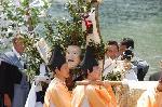 松尾祭  : 神幸祭での榊御面の渡御