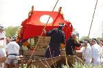 松尾祭 船渡御 : 七社の船渡御には3時間半ほどの時間を要する。