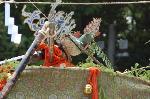 葵祭 御蔭祭 : この錦蓋に神霊がお移りになり、神馬にのせられる。