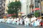 祇園祭 神宝奉持列 : 剣のうしろに見えるのが琴
