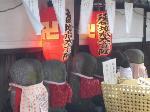 地蔵盆 : 水塔婆供養のための地蔵堂裏のかわいい六地蔵