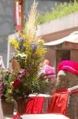 地蔵盆 : 地蔵と供花
