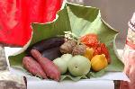地蔵盆 : 蓮の葉に盛られた夏野菜