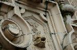 京都近代建築遺産 : これはシャチだろうか(玄関飾り中央部分)