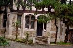 京都近代建築遺産 : 門扉から木々の下を歩くと・・・