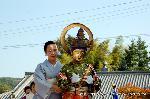 二十五菩薩お練り供養 : 釈迦如来の脇侍で、華鬟(けまん/装身具)を持つ法自在王(文殊菩薩)