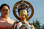 二十五菩薩お練り供養 : 願いに応じ蔵を開いてその宝を与えてくれる宝蔵菩薩は横笛を携えている