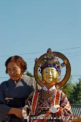 二十五菩薩お練り供養 : 山海慧(さんかいね)菩薩は箜篌(くご/たて琴)