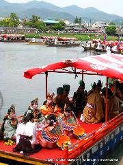 三船祭 春祭 : 舞人を乗せた龍頭船