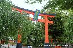 文化遺産 お土居  : この鳥居の前一帯が、平野鳥居前町である。