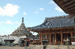 六斎念仏 地蔵盆 : 本堂に千体仏塔