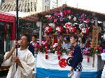 六斎念仏 : 祇園祭花傘巡行には恒例の六斎