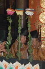 重陽の節句 : 寺院で雅楽が、宮中の菊の花(被綿)もある