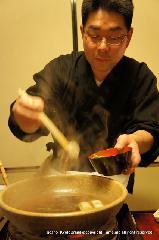 山の辺料理 鮎料理 月鍋 猪熊鍋 : 主との会話も弾み 鍋奉行を学ぶ