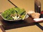 山の辺料理 鮎料理 月鍋 猪熊鍋 : 芹・丸葉菊菜・きのこ