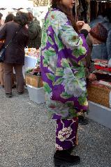 終い弘法  弘法さん 御影供 : 足元を見よ! なかなお似合いである。