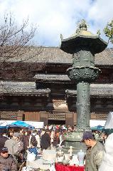 終い弘法  弘法さん 御影供 : 金堂の真後ろに講堂、そして食堂と線上に建つ