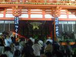 gion fes photo : サンケイデザイン 吉川 忠男 さん 宵山の八坂神社。右「山鉾巡行」左「神幸祭」。これぞ祇園祭の両輪。