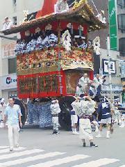 祇園祭 : 巡行中の鉾